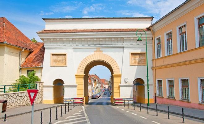 Poarta Schei, facuta special pentru nevoile brasovenilor!