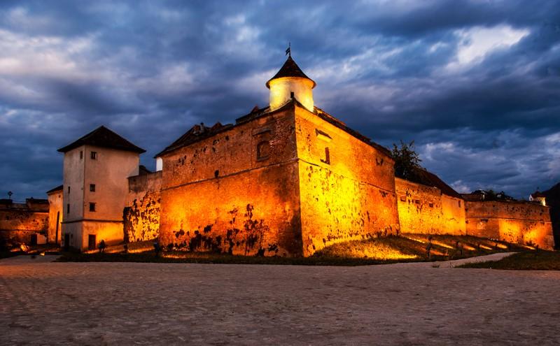 Cetatea Brasovului – Un bun obiectiv turistic de vizitat daca te afli in Brasov