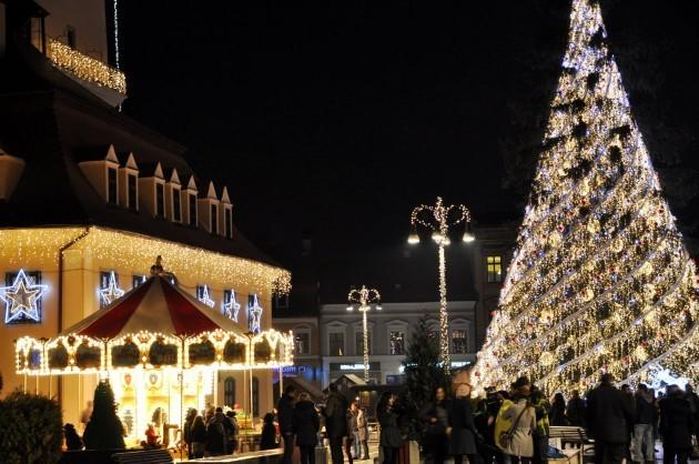 Aprinderea luminilor de Craciun in Piata Sfatului din Brasov!